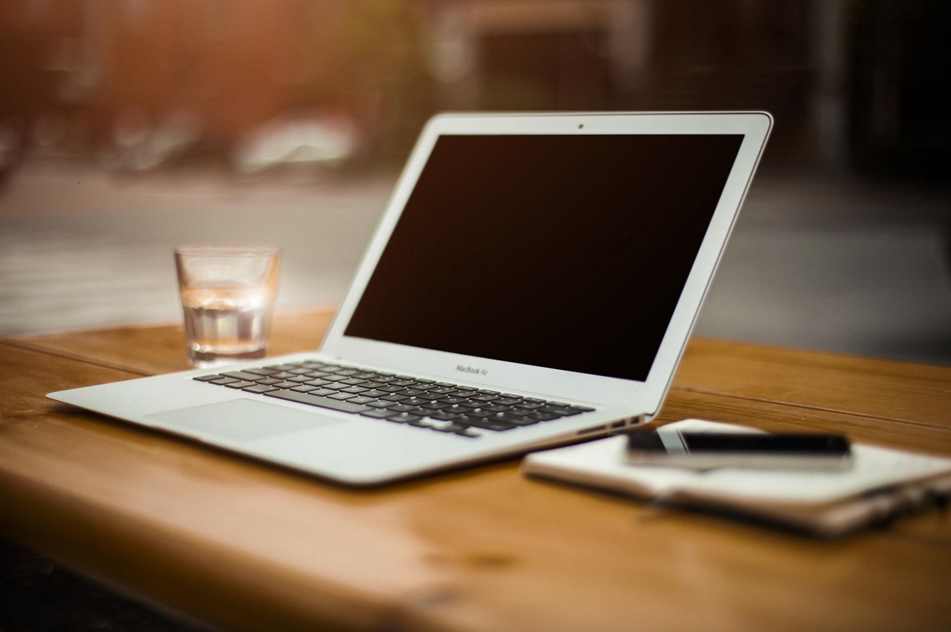 80% energie besparen door vervanging desktop door laptop